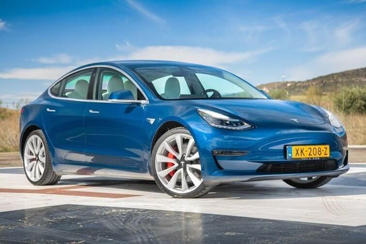 Tesla Model 3 azul