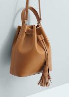 http://shop.mango.com/FR/p0/femme/accessoires/sacs/portes-croises/sac-seau/?id=63097022_CU&n=1