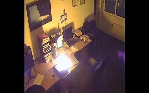 فيديو مروع لإحتراق جهاز الكمبيوتر تاركً في الشحن ليلاً!!