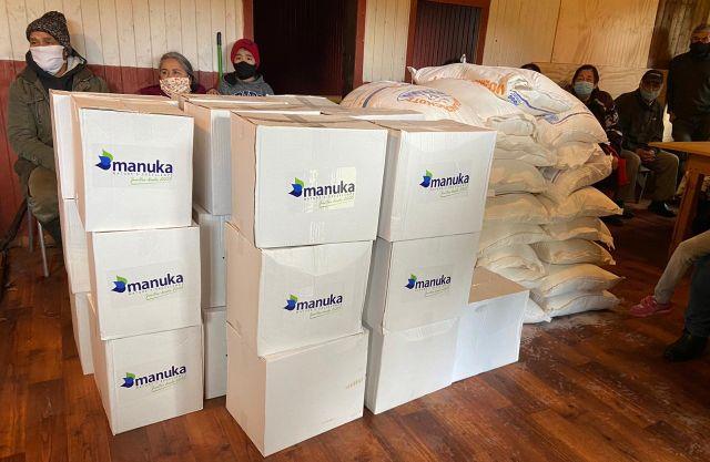 Manuka entrega 100 cajas de víveres en Puerto Octay, Máfil y San Juan de la Costa
