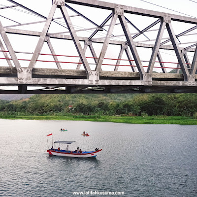 Perahu Jembatan Glondong