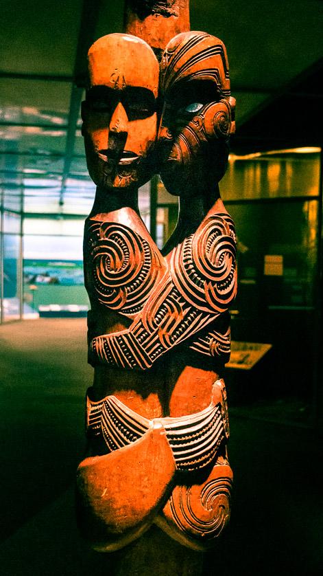Escultura Maori no Museu Otago, Dunedin, Nova Zelândia.