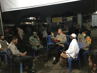 Dirbinmas Polda Metro Jaya KBP Badya Wijaya SH.,MH. Terjun langsung pantau Pos kamling RT 01/ RW 01 Jln Ciliwung Kelurahan Kemiri Muka
