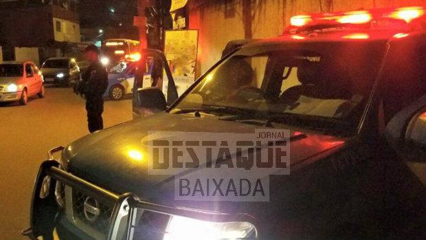 Circulando armado no centro de Belford Roxo, homem é preso pela PM