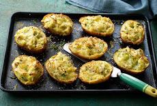 بطاطس محشية سمك وبقدونس مع الجبن الشيدر