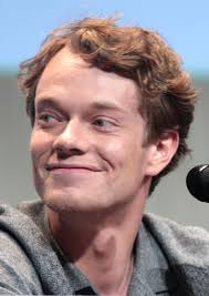 What is the height of Alfie Allen?