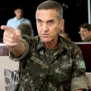 Comandante do Exército diz não haver `atalhos´ fora da Constituição