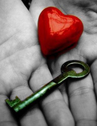 Deus te deu um íntimo  carregado de amor …seria um pecado tranca-lo no peito