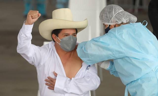 Pedro Castillo recibió vacuna