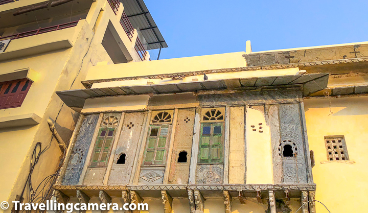 Above photograph shows a haveli which has maintained old doors of these windows on first floor. If you look closely you will realise that probably it's only wall now and interiors have changed or the haveli itself is abandoned. There is a family living inside this haveli and there is also a small temple on ground floor.