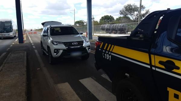 PRF: Homem é preso com carro de luxo adulterado em Campo Maior