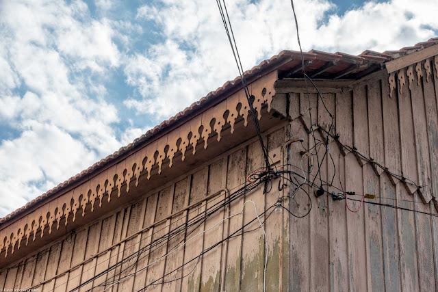 Casa de madeira na Desembargador Motta - detalhe lambrequim