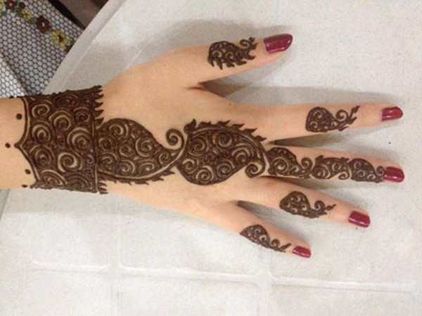 Beautiful Arabic Mehndi Design For Backhand