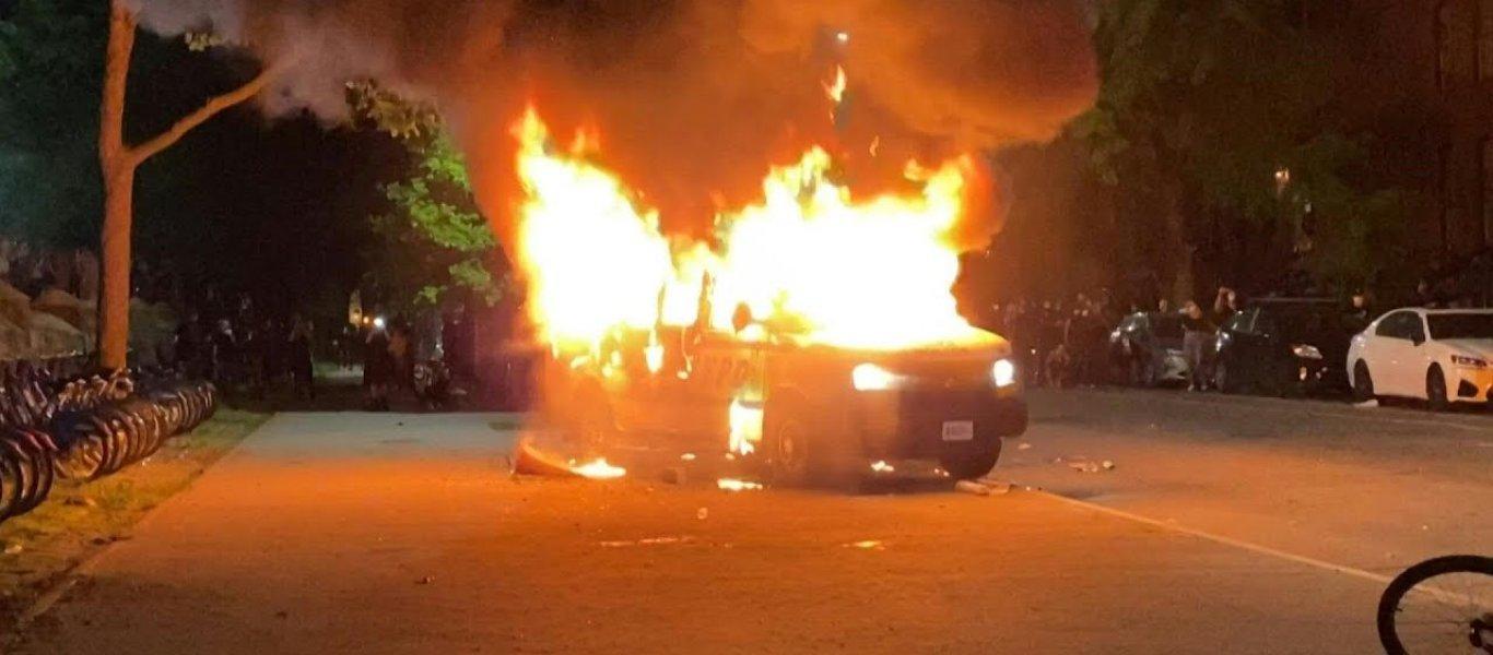 Σφοδρά επεισόδια στην Κύπρο για τις απαγορεύσεις λόγω κορωνοϊού: Καίγονται αστυνομικά οχήματα (βίντεο)