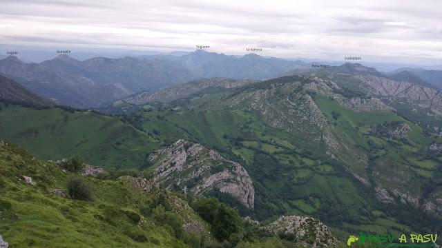 Vista hacia Sobrescobio desde la cima de la Cabeza del Arco