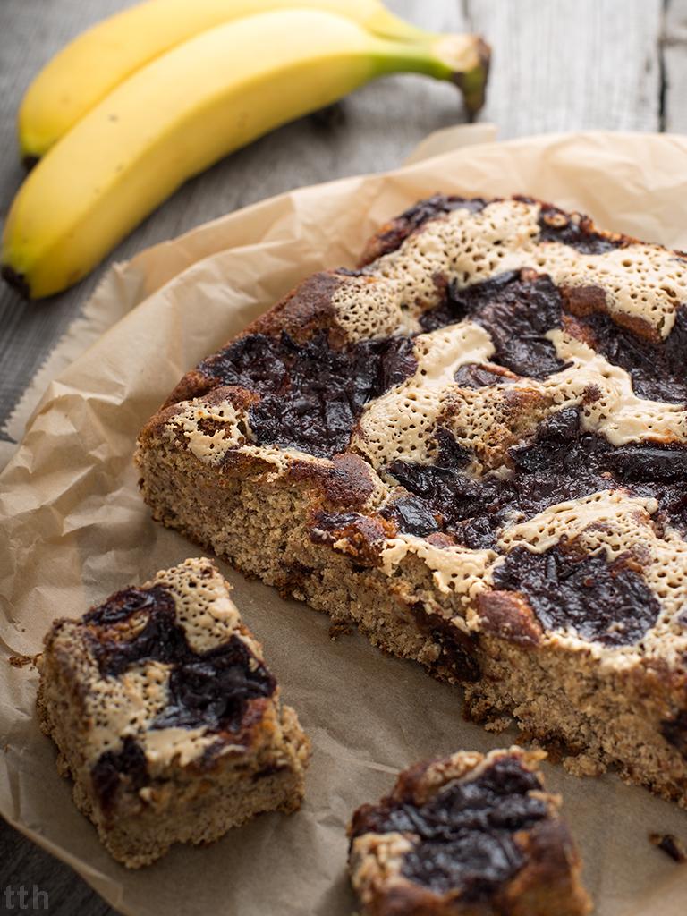 Ciasto bananowe z tahini i powidłami (weganskie, bezglutenowe, bez cukru)