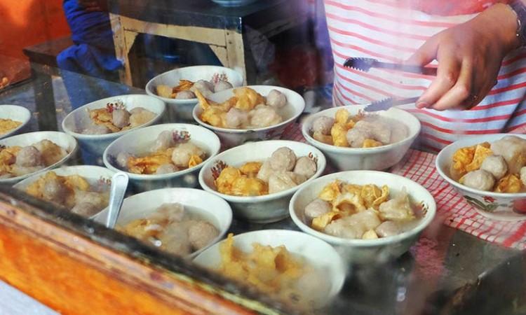 7 Kedai Bakso Enak & Murah di Bandung