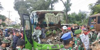 Bus Rombongan Pesta dari Medan Kecelakaan di Jalan Asahan Simalungun, Sopir Terjepit
