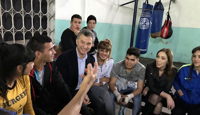 Macri y Vidal visitaron al boxeador Luis Verón que da clases gratuitas de ese deporte en  José León Suárez