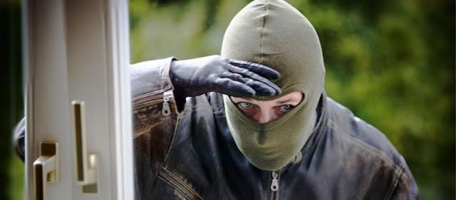 ΠΡΟΣΟΧΗ! 25 πρώην διαρρήκτες αποκαλύπτουν τι παρατηρούν και «μπουκάρουν» στα σπίτια
