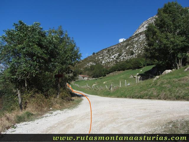 Cruce de pistas entre Panes y La Pica