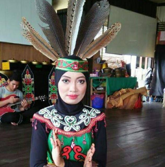 Dewi Seorang Gadis Beragama Islam Suku Banjar Jawa Berprofesi Karyawan Honorer Di Palangkaraya Kalimantan Tengah Mencari Jodoh Pasangan Pria Usia 28-35 Tahun Untuk Jadi Calon Suami
