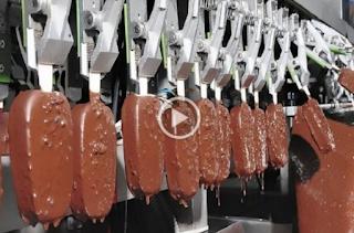 Δείτε για πρώτη φορά πώς φτιάχνεται το βιομηχανοποιημένο παγωτό - Βίντεο