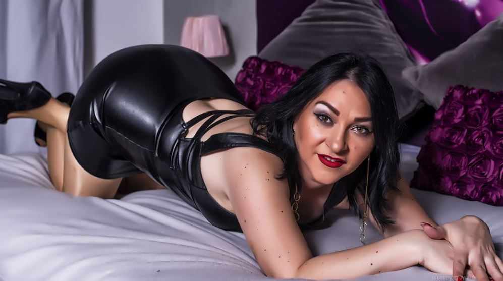 https://www.glamourcams.live/chat/iSurrendetoYou