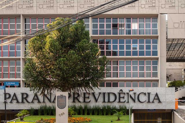 O prédio da Paraná Previdência - detalhes