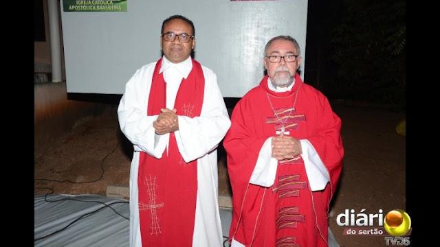 Padre excomungado pela Diocese celebra sua primeira missa na nova Igreja Católica em Cajazeiras