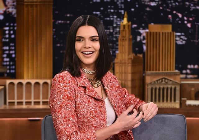 2017-02-14 ケンダル・ジェンナー(Kendall Jenner)人気番組ジミー・ファロンの「ザ・トゥナイト・ショー」に出演。
