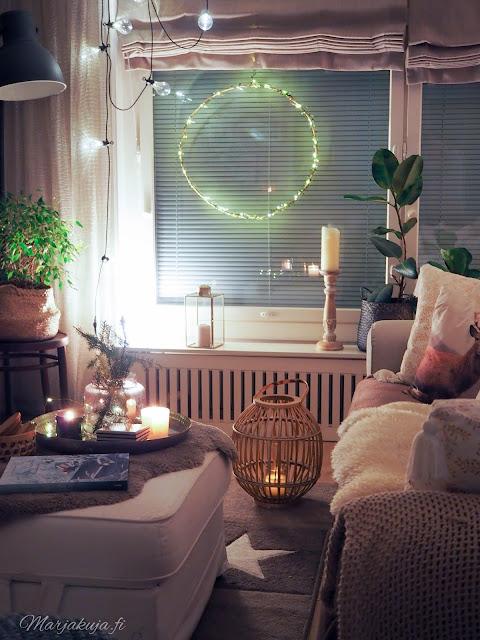 sisustus, olohuoneen sisustus koti talvinen koti ruokailutila ikea kynttilä kierrätyskoti kirppistelijä kirppislöytö kaamosvalo valonauha