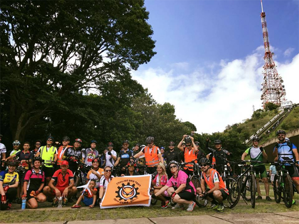 Enfrentar a famigerada subida de 4,5 km é uma das coisas que mais motiva o CBT em suas cicloviagens ao Pico do Jaraguá. Foto: acervo Corujas Bike Team