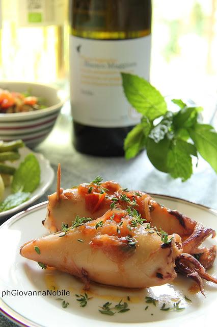 Calamari ripieni di melanzane e insalata di patate, fagiolini e cipollotti