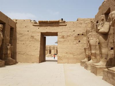 Interior del templo de Karnak
