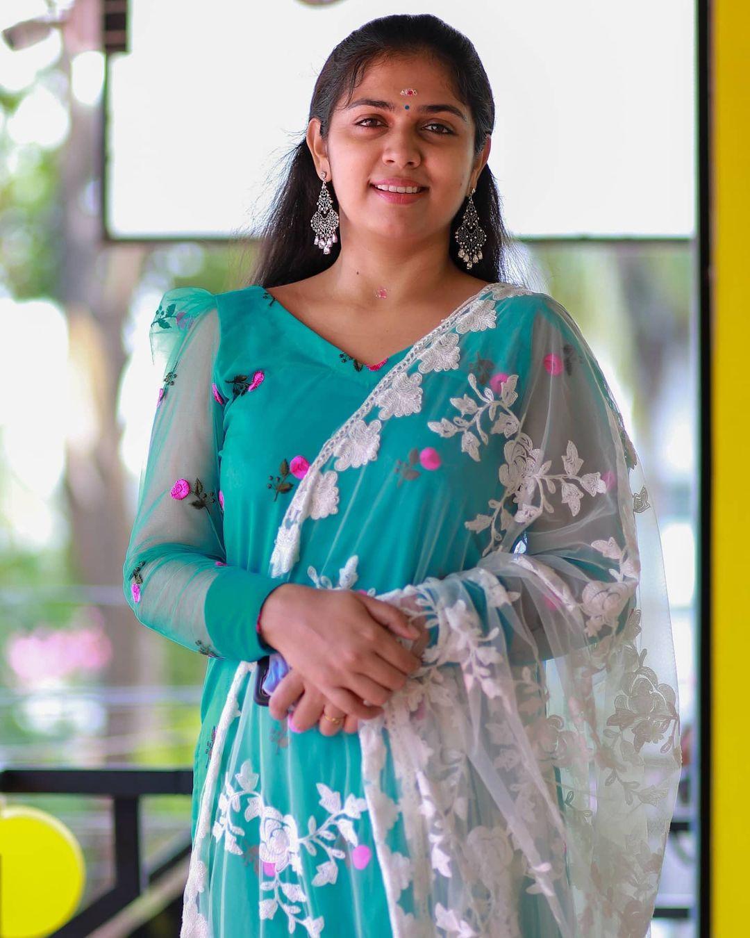 South Indian Actress Anjali Nair Beautiful Photos