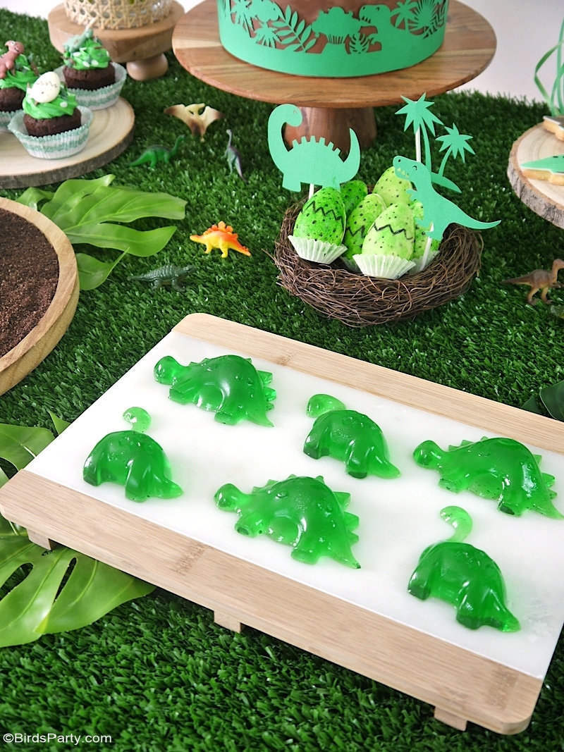 Easy DIY Dinosaur Birthday Party Ideas and Recipes - quick, fun and inexpensive party decorations and food ideas on a dinosaur party theme! by BirdsParty.com @birdsparty #dinosaur #dinosaurparty #dinosaurcake #dinosaurbirthday #partyideas #dinosaurdecorations