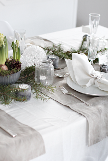 http://stylizimoblog.com/2015/12/22/10-christmas-table-setting-ideas/