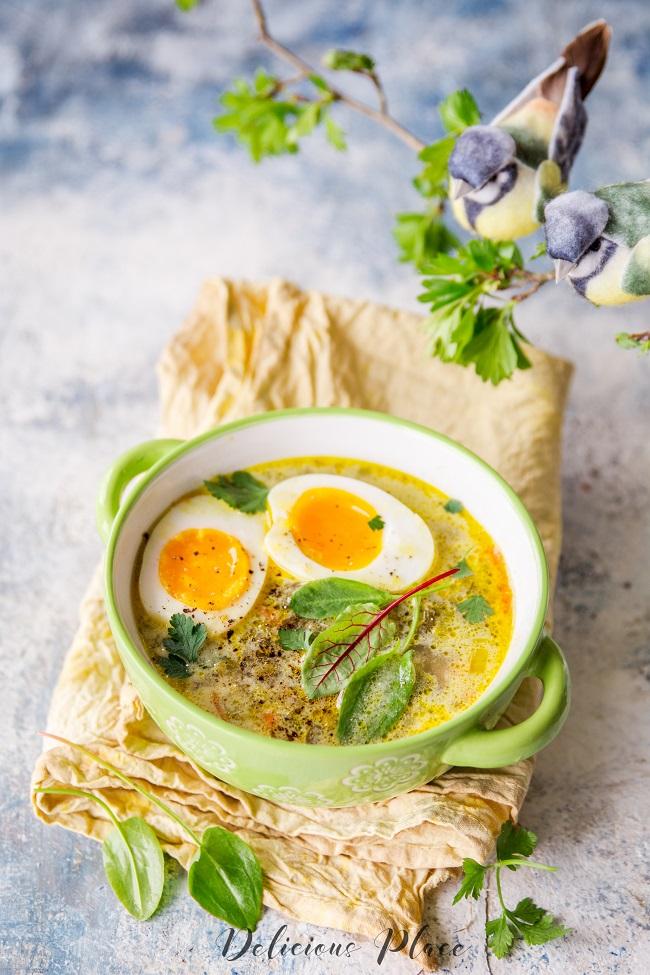 wiosenna zupa ze szczawiu z jajkiem na miękko