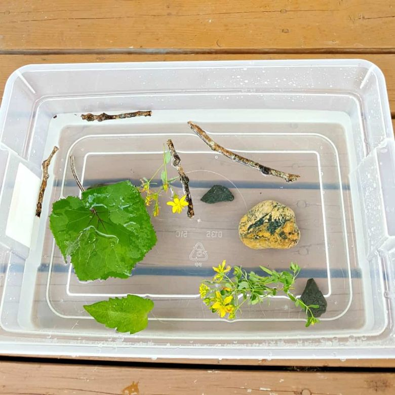 sink and float water play activity for preschoolers and toddlers