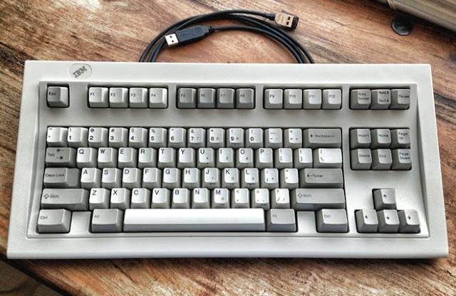 Bàn phím 101-key Extended Keyboard của IBM.