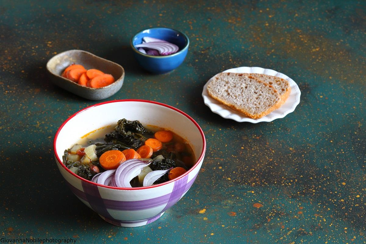 Minestrone con cavolo nero e fagioli borlotti