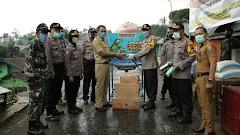Kapolres Batang Berikan Bantuan Masker Dan Beras di kampung siaga Covid-19 Desa Pacet