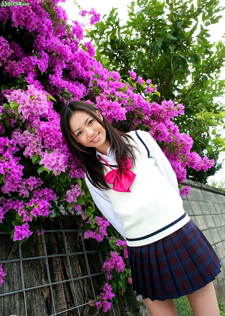 Kecantikan Aino Kishi terlihat seperti bunga yang baru mekar