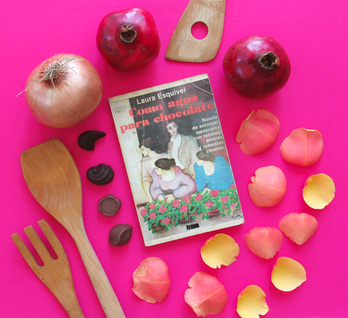 Como Agua Para Chocolate, Laura Esquivel, libros, pomegranate, rose petals, onions, chocolates