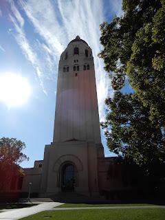 スタンフォード大学のHoover Tower外観