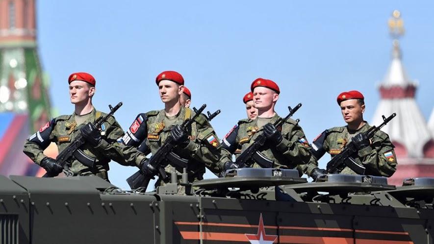 """Ρωσία: """"Μαζεύει"""" από αύριο τον στρατό από τα σύνορα με Ουκρανία"""