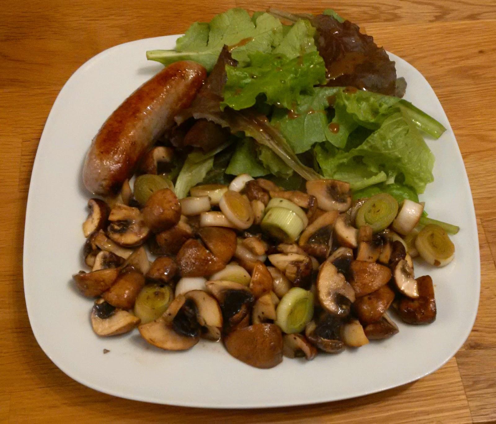 pipapo paleo rezept bratwurst mit ged nsteten pilzen und salat. Black Bedroom Furniture Sets. Home Design Ideas