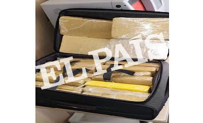 Imgem da mala com pacotes de cocaína do sargente da comitiva de Bolsonaro