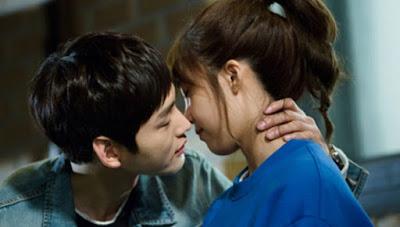 Alasan Mengapa Orang Memejamkan Mata Saat Berciuman